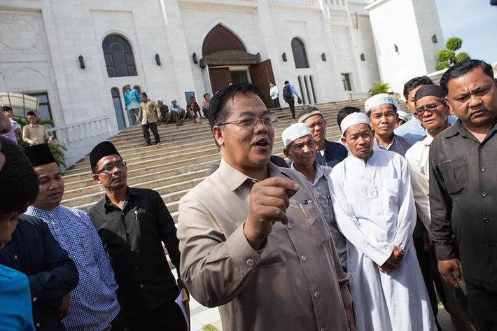 Imams Reluctantly Back New Road Near Phnom Penh Mosque